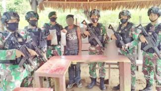 VIVA Militer: Satgas Pamtas RI-PNG Yonif MR 413/Bromoro Kostrad TNI AD