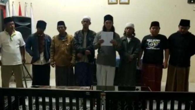 7 pemuda pembuat video azan Hayya alal Jihad.