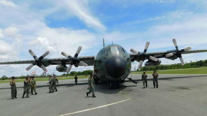VIVA Militer: Pendaratan pertama Hercules TNI.
