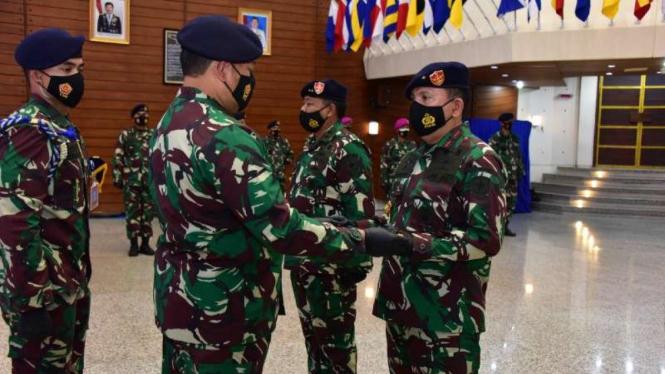 VIVA Militer: Kasal pimpin upacara Sertijab Panglima Kolinlamil di Mabesal