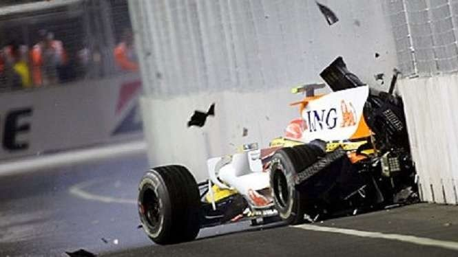 Kecelakaan setingan Nelson Piquet Jr di F1 GP Singapura 2008