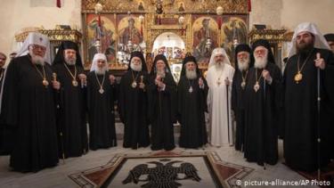 https://thumb.viva.co.id/media/frontend/thumbs3/2020/12/05/5fcb80de45c0e-ketika-skeptisme-sains-di-gereja-ortodoks-yunani-berhadapan-dengan-realita-pandemi_375_211.jpg