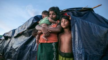 https://thumb.viva.co.id/media/frontend/thumbs3/2020/12/06/5fcc8562f0efd-bangladesh-pindahkan-ribuan-pengungsi-rohingya-ke-pulau-terpencil_375_211.jpg