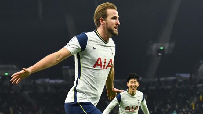 Striker Tottenham Hotspur, Harry Kane merayakan gol ke gawang Arsenal