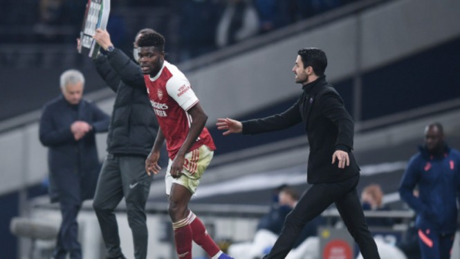 Gelandang Arsenal, Thomas Partey, dipaksa main oleh Arteta meski cedera