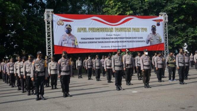 Polisi melakukan apel pengamanan TPS di Pilkada Solo