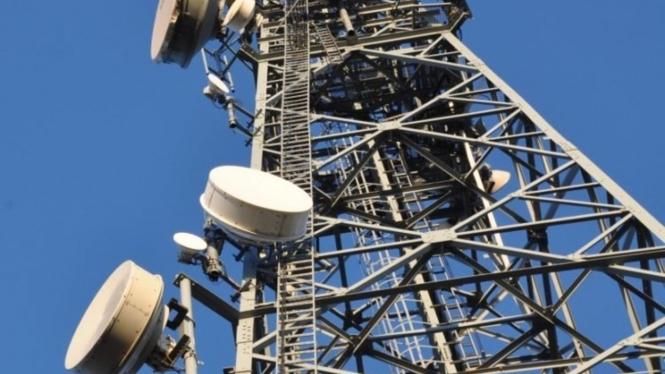Menara telekomunikasi.
