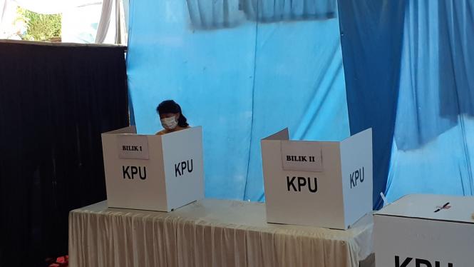 Pemungutan suara di TPS Tangerang Selatan