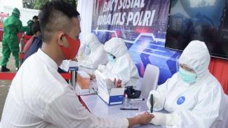 Berisiko Terpapar COVID-19, Sopir Angkot di Bintaro Rapid Test