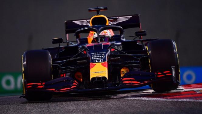 Pembalap Aston Martin Red Bull Racing, Max Verstappen.