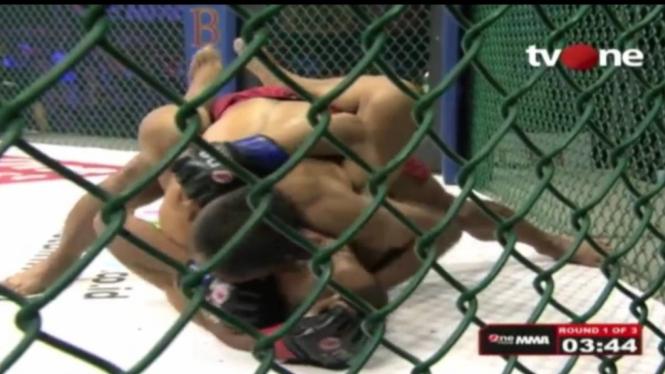 Pertarungan Cecep Supriyandi vs Rizki Nur Ikhwan di One Pride MMA FN 39.