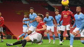 Gelandang Manchester United, Scott McTominay, dalam laga derby kontra ManCity