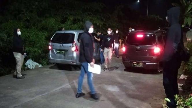 Polisi melakukan rekonstruksi penembakan 6 anggota FPI di Tol Cikampek Km 50