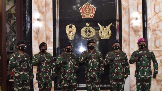 VIVA Militer: Panglima TNI Marsekal Hadi Tjahjanto bersama 5 Perwira Tinggi TNI
