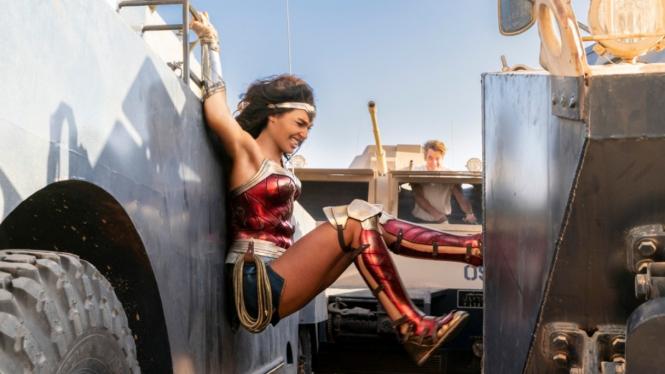 Aksi Gal Gadot dalam film Wonder Woman 1984