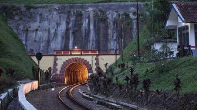 5 Terowongan Angker di Indonesia
