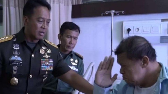 VIVA Militer: Peltu Lili Suhaeli memberi hormat Jenderal TNI Andika Perkasa