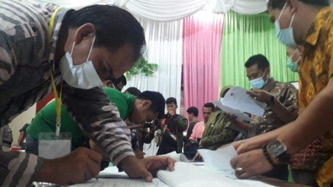 Penandatanganan hasil hitung suara Pilkada Pasaman Barat (antara)