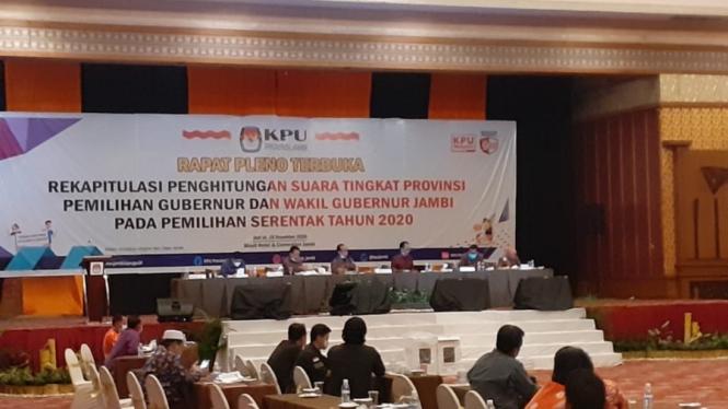 Rapat pleno rekapitulasi calon gubernur dan wakil gubernur Jambi.
