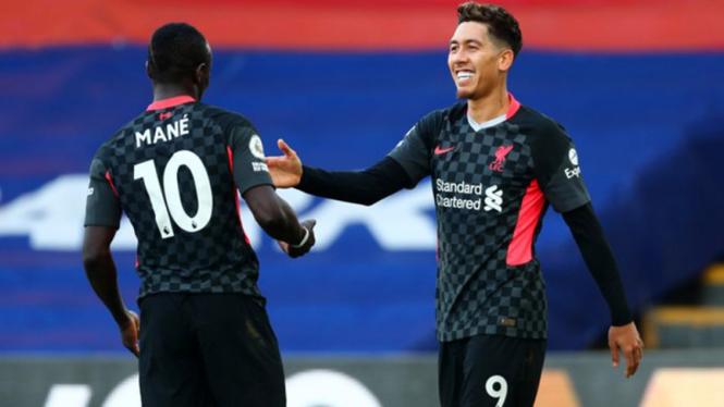 Roberto Firmino rayakan gol ke gawang Crystal Palace.