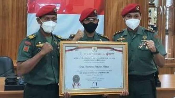 VIVA Militer: Perwakilan Grup 1 Kopassus menerima penghargaan bebas korupsi
