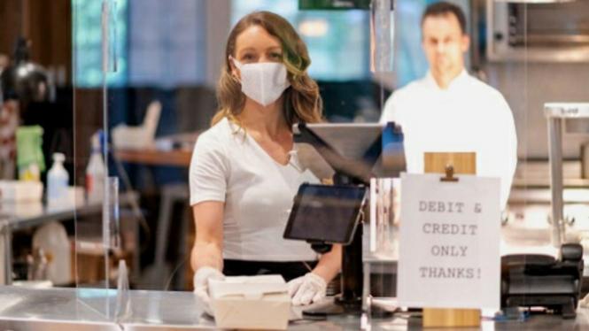 Pekerja restoran di masa pandemi COVID-19
