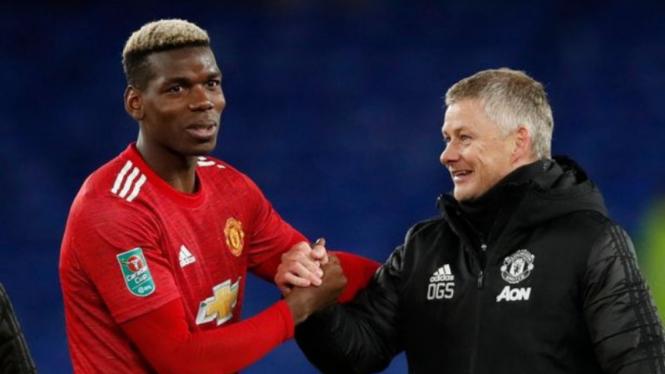 Manajer Manchester United, Ole Gunnar Solskjaer, dan Paul Pogba