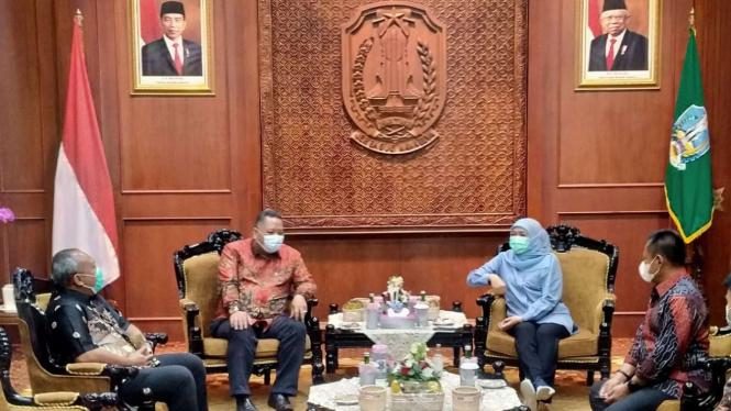 Plt Wali Kota Surabaya Whisnu Sakti Buana Bertemu Gubernur Jatim Khofifah