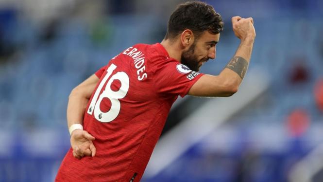 Pemain Manchester United, Bruno Fernandes merayakan gol ke gawang Leicester City