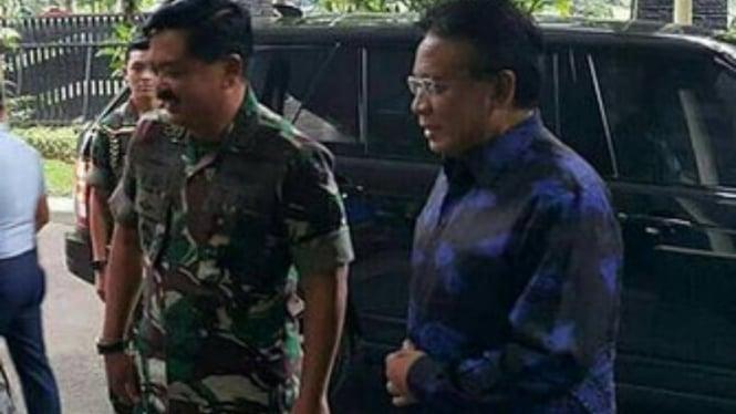 VIVA Militer: Marsekal TNI (Purn) Djoko Suyanto bersama Panglima TNI