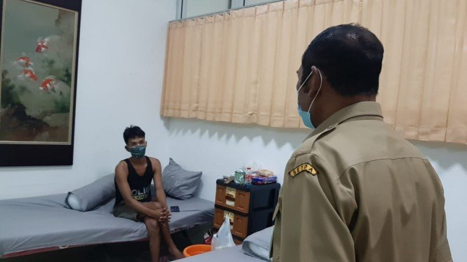 Wali Kota Solo, FX Hadi Rudyatmo meninjau rumah karantina eks pabrik Esemka