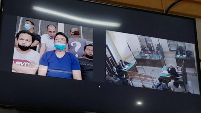 Sidang oknum polisi berlangsung secara virtual di PN Medan.