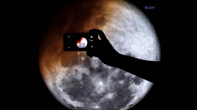 Ilustrasi misi ke Bulan.