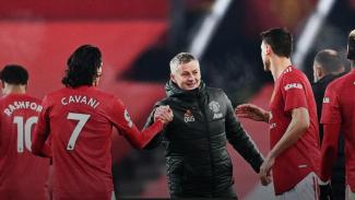 Ole Gunnar Solskjaer tersenyum usai Manchester United kalahkan Wolverhampton