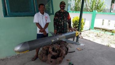 https://thumb.viva.co.id/media/frontend/thumbs3/2021/01/01/5fee7290f3728-nelayan-sulawesi-temukan-drone-diduga-milik-china-di-jalur-maritim-penting-australia_375_211.jpg