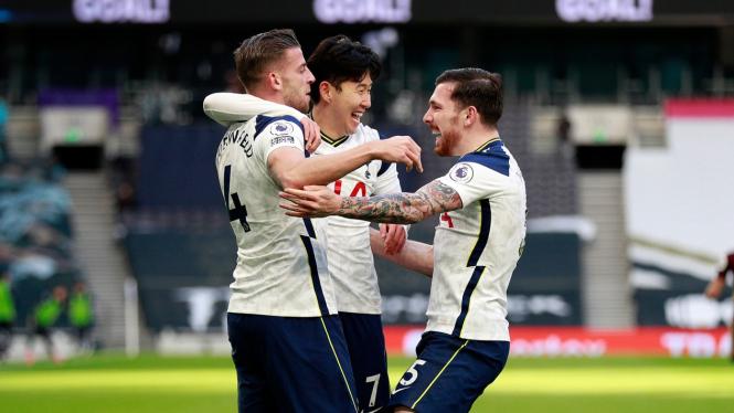 Pemain Tottenham Hotspur merayakan gol