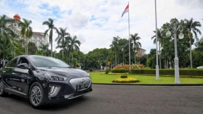 Gubernur dan Wagub Jabar gunakan mobil listrik sebagai kendaraan operasional