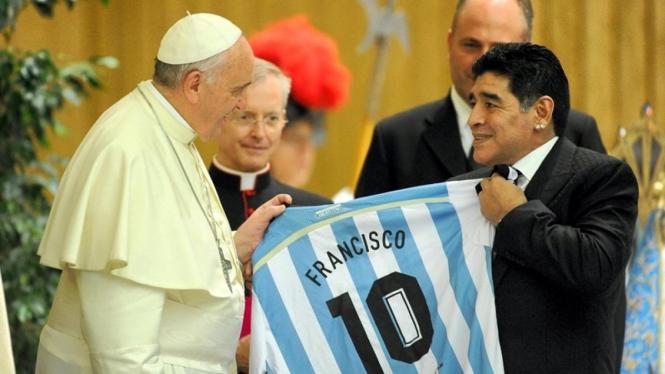 Paus Fransiskus bertemu dengan Diego Maradona
