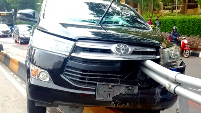 Kecelakaan mobil Toyota Innova di Jakarta.