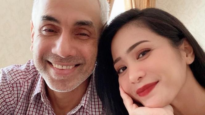 Bunga Zainal dan suami
