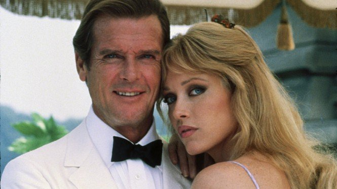 Roger Moore dan Tanya Roberts di film James Bond,  A View to a Kill (1985).