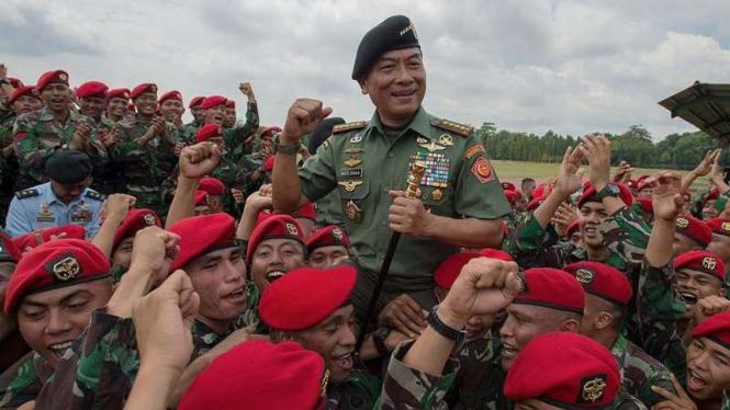VIVA Militer: Jenderal TNI (Purn.) Moeldoko bersama prajurit Kopassus