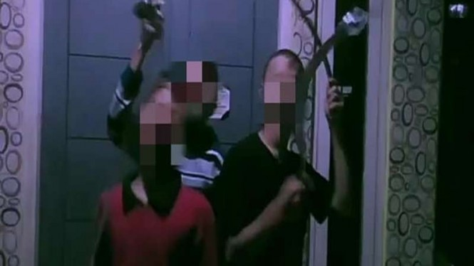 Aksi 3 ABG di Depok berjoget sambil pamer senjata tajam sebelum tawuran