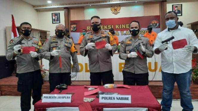 Barang bukti penangkapan pemasok senjata ke KKB Papua