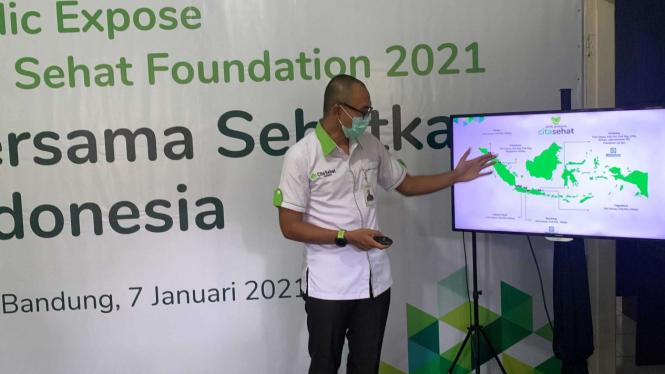 Direktur Head Office Cita Sehat Foundation Arif Taat Ujiyanto saat bercerita pengorbanan para pengemudi ambulans mengantarkan pasien maupun jenazah COVID-19 di Bandung, Kamis, 7 Januari 2021.