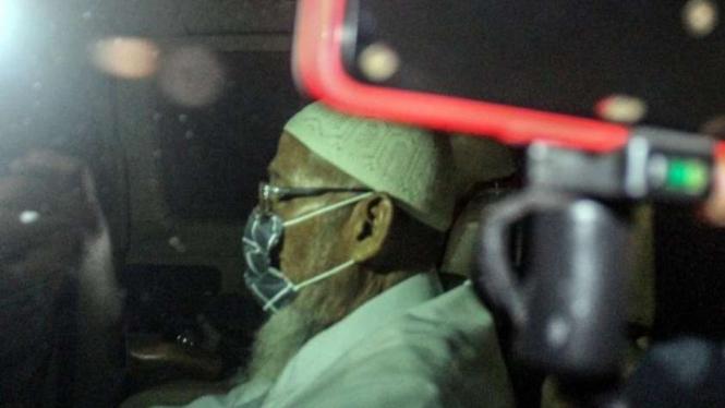 Abu Bakar Baasyir keluar dari lapas Gunung Sindur, Bogor.
