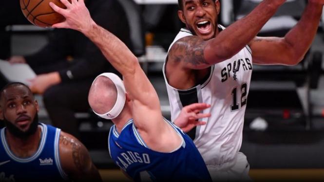 Pemain San Antonio Spurs, LaMarcus Aldridge saat melawan LA Lakers