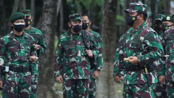 VIVA Militer: Panglima TNI kunjungi markas Yonif Para Raider 433/JS Kostrad