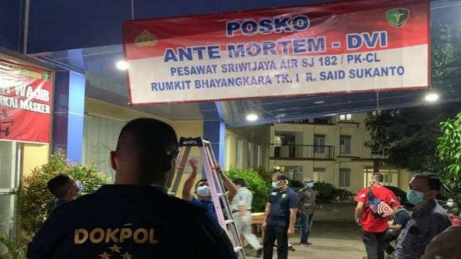 Polda Metro Jaya membuat posko antemortem korban Sriwijaya Air di RS Polri