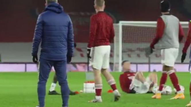 Pemain muda Arsenal, Gabriel Martinelli, cedera saat sedang pemanasan